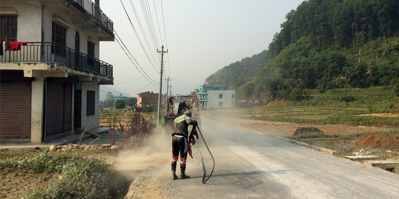 Worker blowing the dustsand off the road_2019.jpg