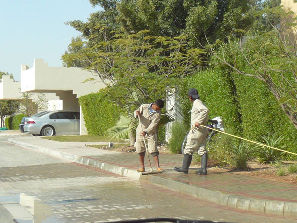 Migrant workers in a gated community are the link between the city's spaces (Qatar, 2010)